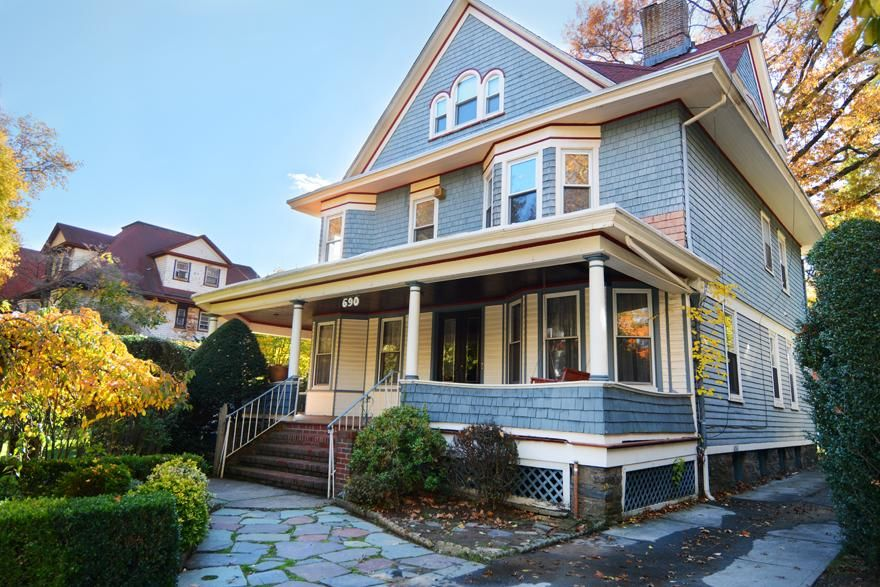 Beautiful Victorian Home...Plus A Huge Garden (single Family 5000 Sq.ft. Lot) Photo 0 - BBR-1586