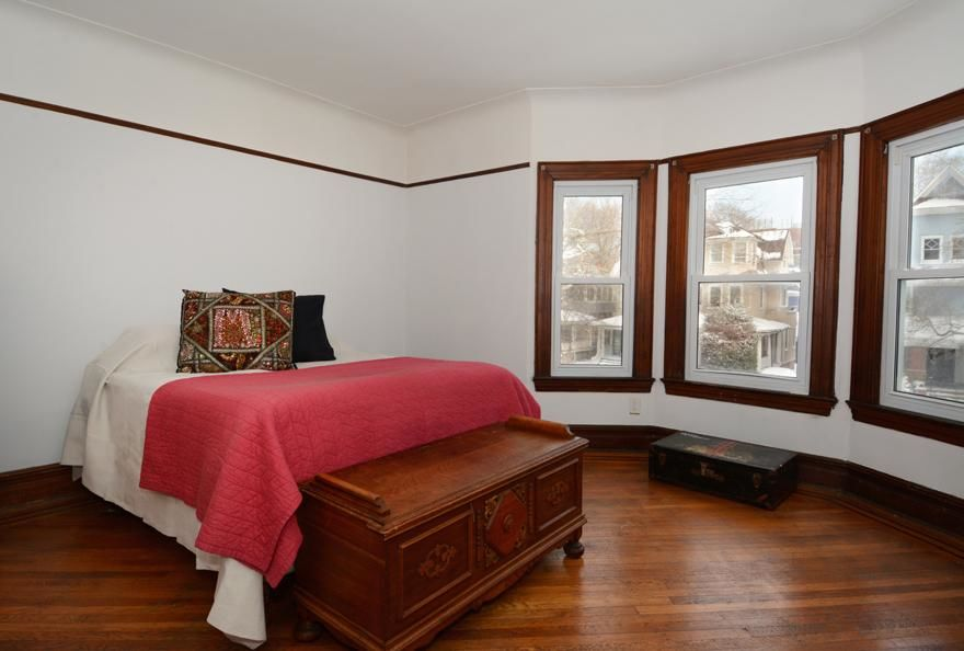 Beautiful Victorian Home...Plus A Huge Garden (single Family 5000 Sq.ft. Lot) Photo 8 - BBR-1586