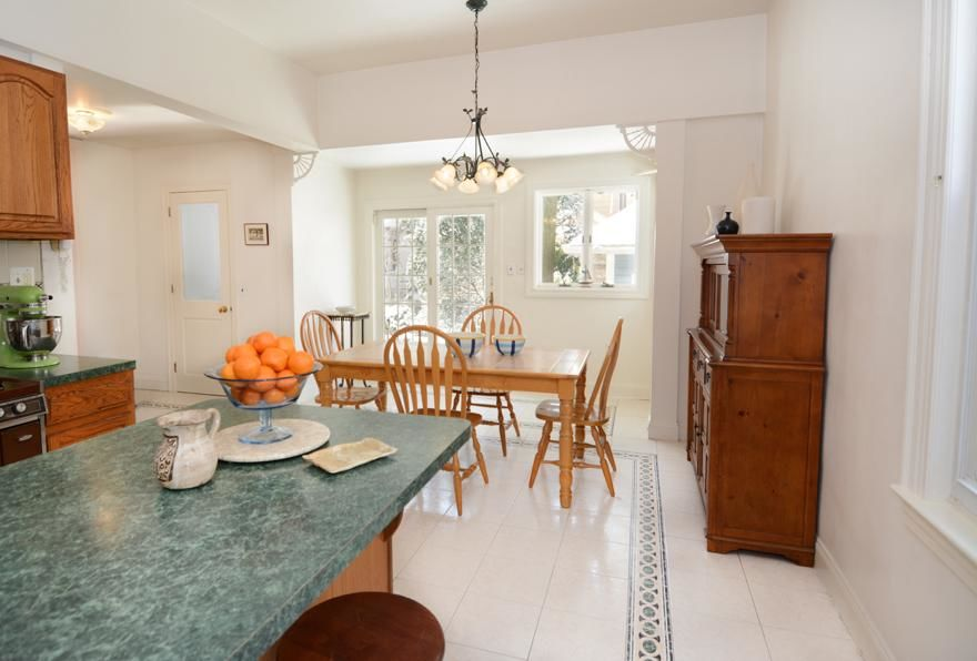 Beautiful Victorian Home...Plus A Huge Garden (single Family 5000 Sq.ft. Lot) Photo 5 - BBR-1586