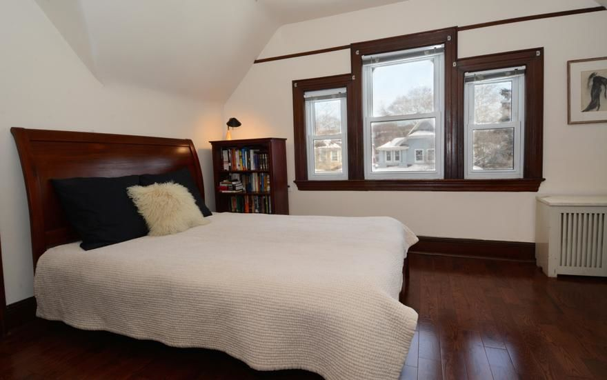 Beautiful Victorian Home...Plus A Huge Garden (single Family 5000 Sq.ft. Lot) Photo 11 - BBR-1586