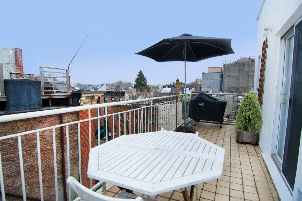 $300K Price Drop! Work, Live And Play... Extra Large Cobble Hill, Corner, Mixed Use Building Photo 10 - BBR-2652