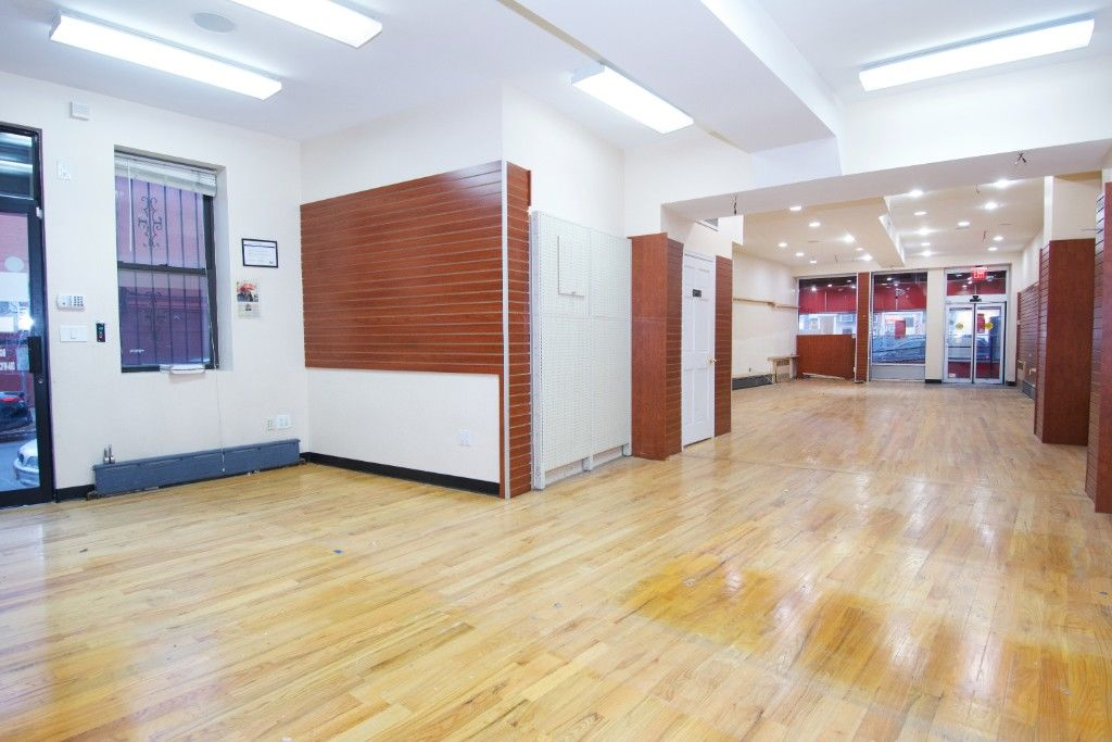 Major Price Slash! Motivated Seller! Extra Large Cobble Hill, Corner, Mixed Use Building Photo 1 - BBR-2661