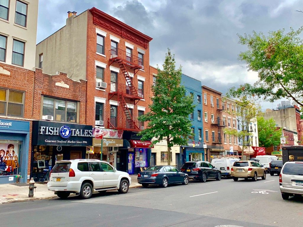 Major Price Slash! Super Motivated Seller. Extra Large Cobble Hill, Corner, Mixed Use Building Photo 0 - BBR-2662