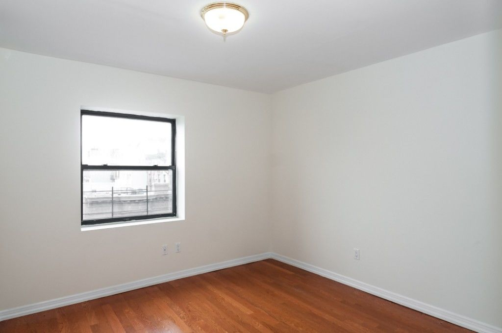 HUGE Sunny 2 Bedroom With Office Photo 7 - BBR-2681