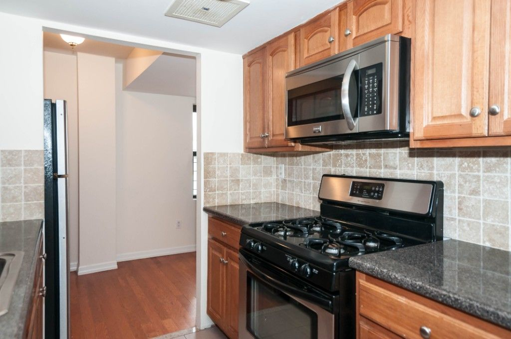 HUGE Sunny 2 Bedroom With Office Photo 2 - BBR-2681