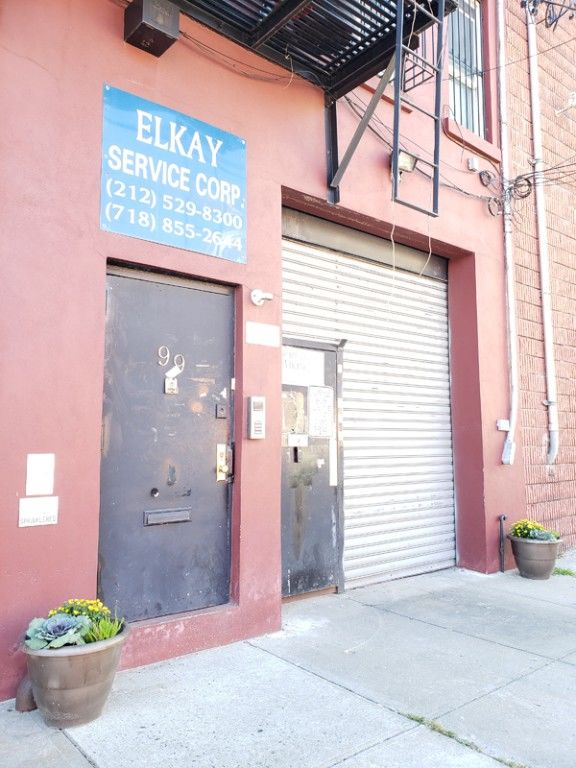 Warehouse Space With Loading Dock & Inside Parking! Photo 9 - BBR-2705