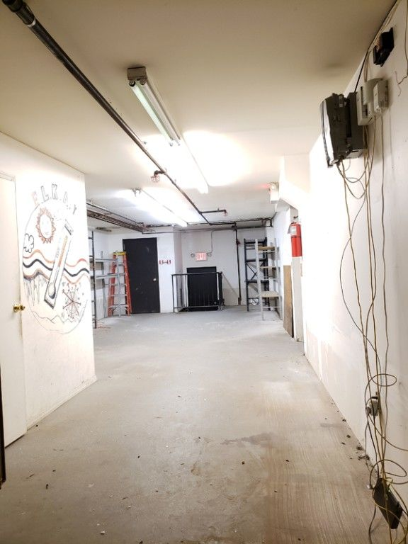 Warehouse Space With Loading Dock & Inside Parking! Photo 7 - BBR-2705