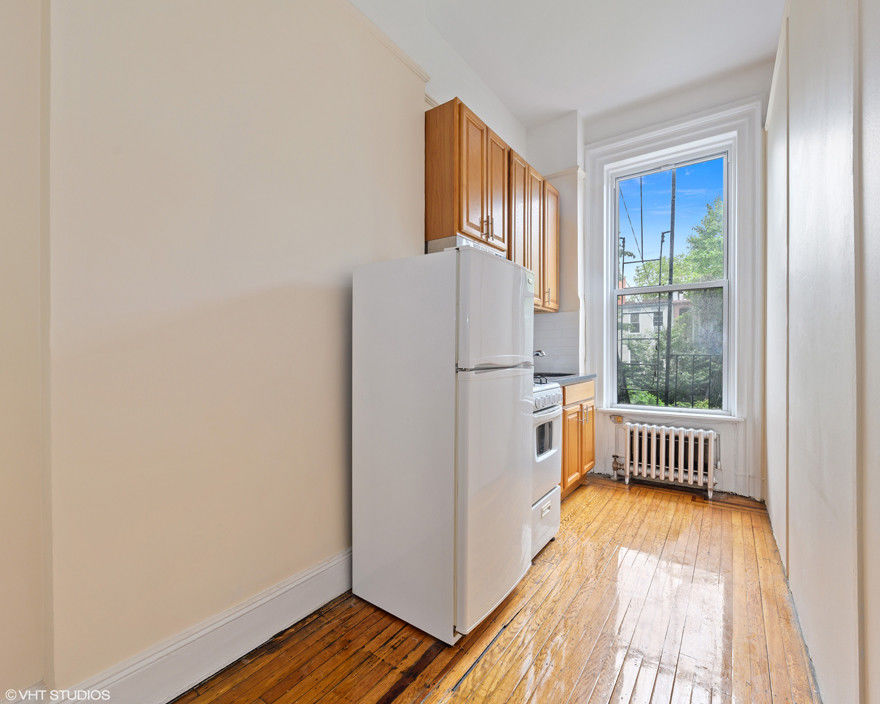 Come Home To One Of The Prettiest Blocks In Carroll Gardens Photo 2 - BBR-2767
