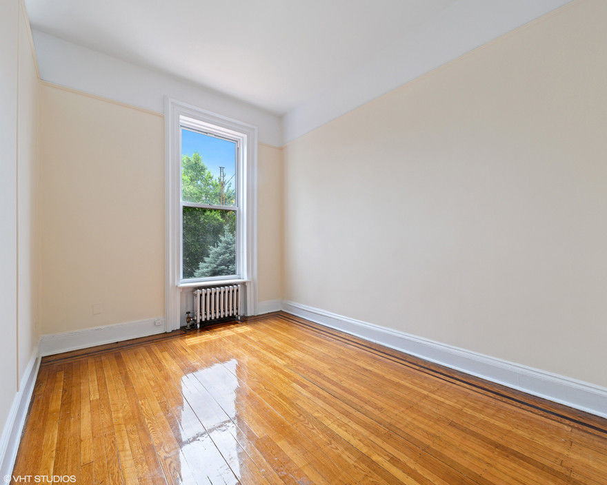 Come Home To One Of The Prettiest Blocks In Carroll Gardens Photo 4 - BBR-2767