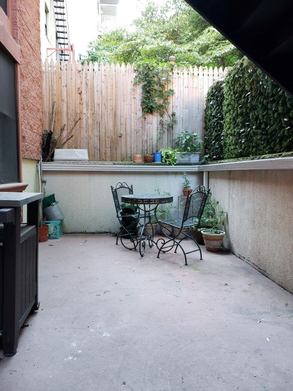 It's BBQ TIME At This Sophisticated And Stylish Garden Apartment... Photo 11 - BBR-2771
