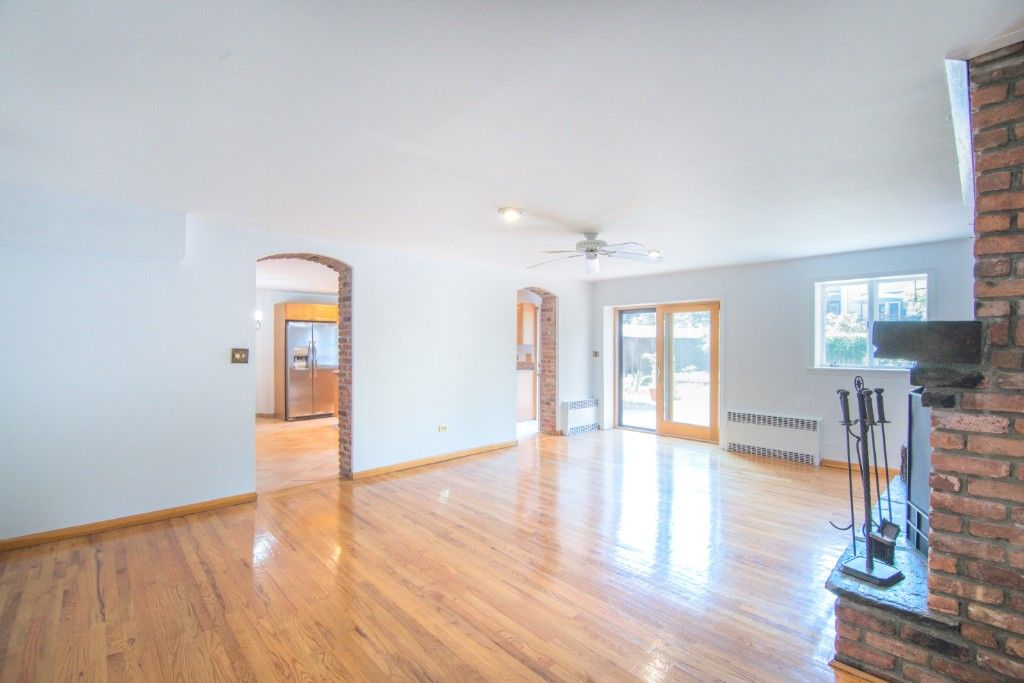 34' Wide Brownstone DUPLEX Tucked Away On A Tree Lined Block NO FEE Photo 5 - BBR-2788