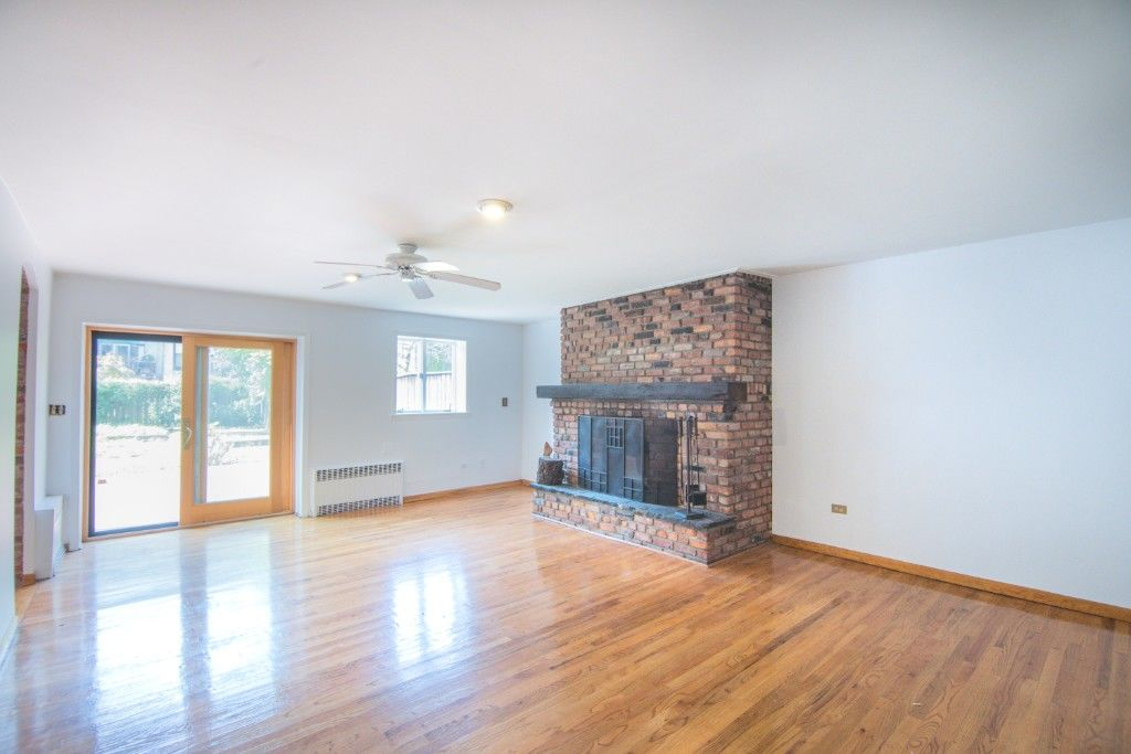 34' Wide Brownstone DUPLEX Tucked Away On A Tree Lined Block NO FEE Photo 4 - BBR-2788