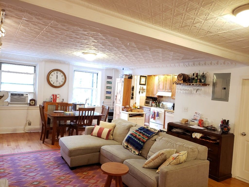Grand One Bedroom/Convertible 2 Bedroom Loaded With Detail Photo 2 - BBR-2804