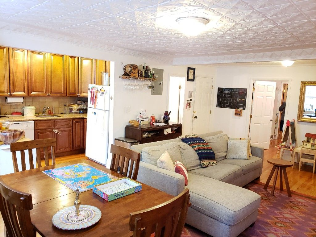 Grand One Bedroom/Convertible 2 Bedroom Loaded With Detail Photo 4 - BBR-2804