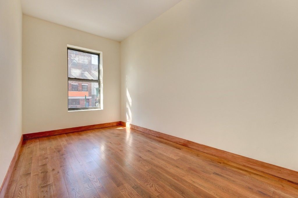 Elegantly Renovated PARLOR 3 Bedroom 2 Baths! Easy PLACE To Call HOME For The NEW YEAR! Photo 5 - BBR-2849