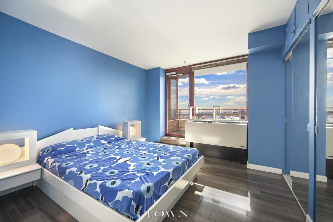 Long Island City Four Bedroom Photo 4 - TOWNRE-999066