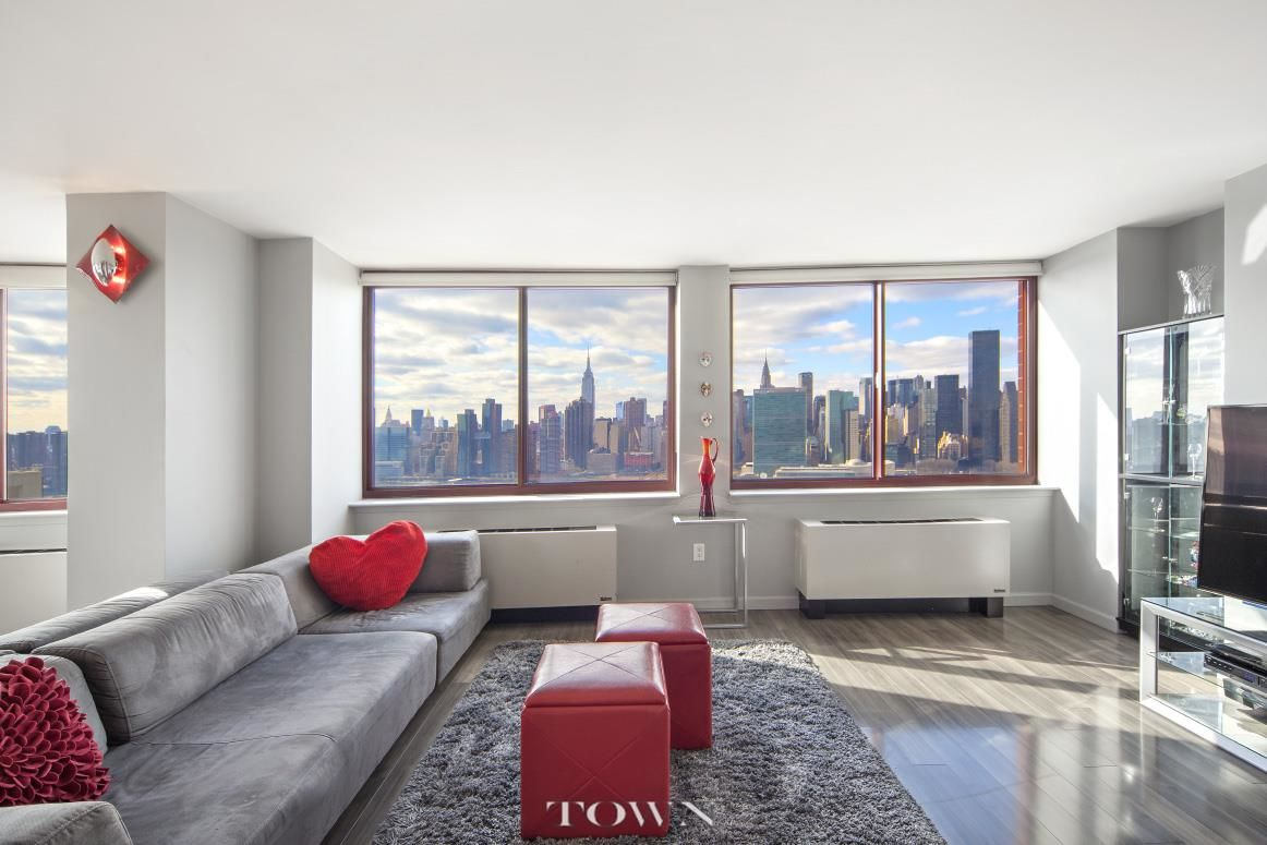 Long Island City Four Bedroom Photo 1 - TOWNRE-999066