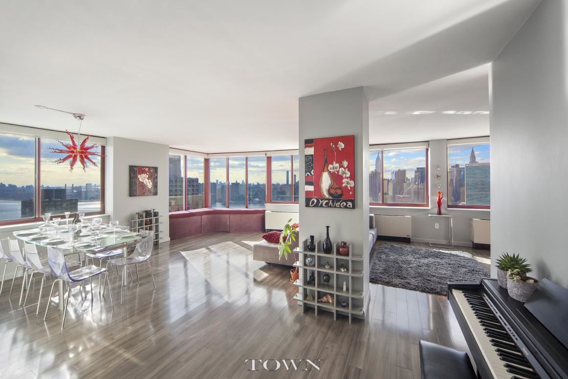 Long Island City Four Bedroom Photo 0 - TOWNRE-999066