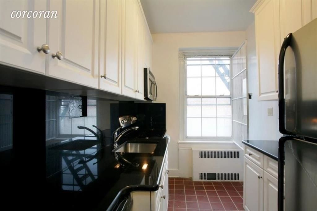 225 Sterling Pl, APT 2H Photo 1 - CORCORAN-5321546