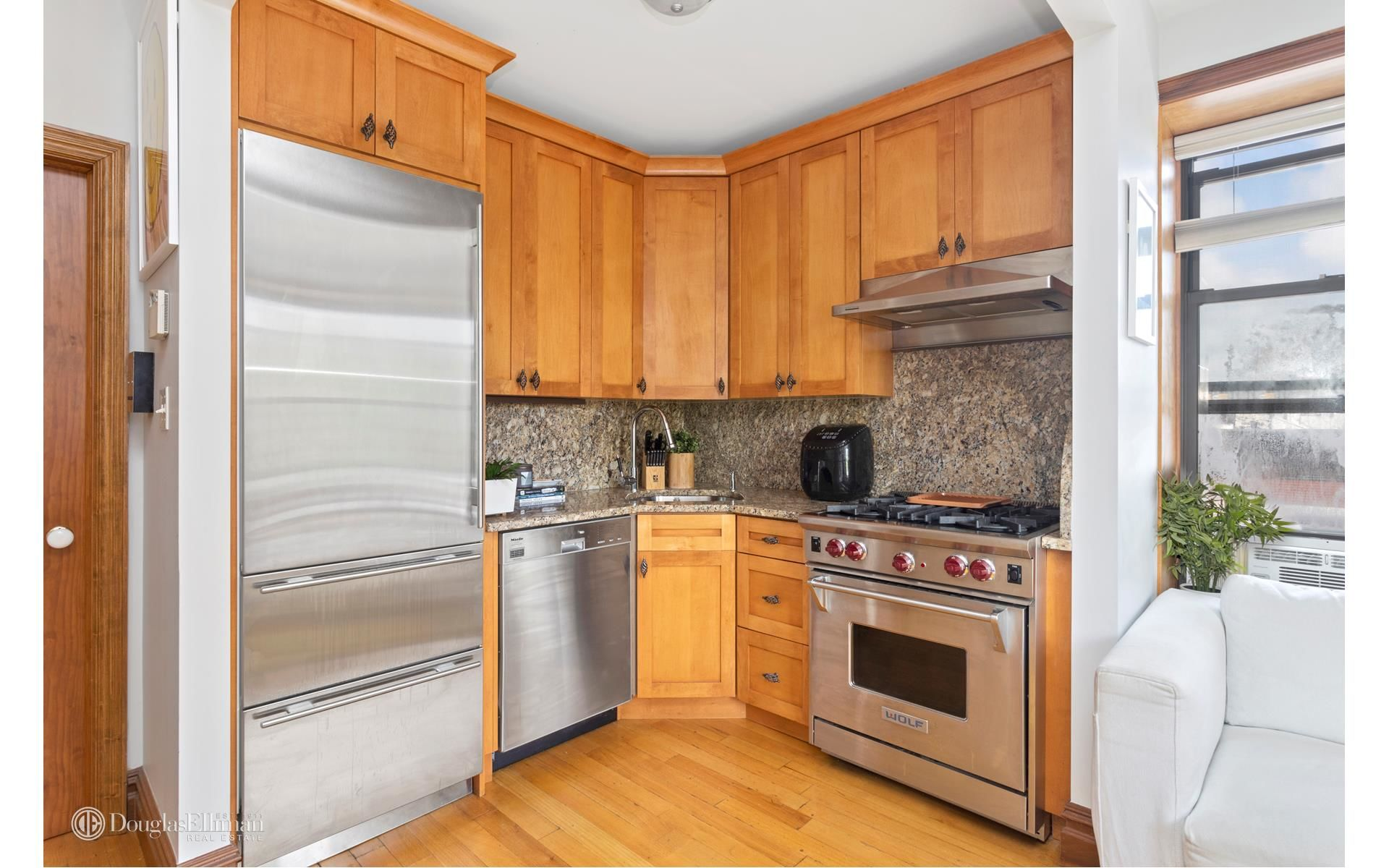 378 6th Ave, APT 4A Photo 1 - ELLIMAN-3415402