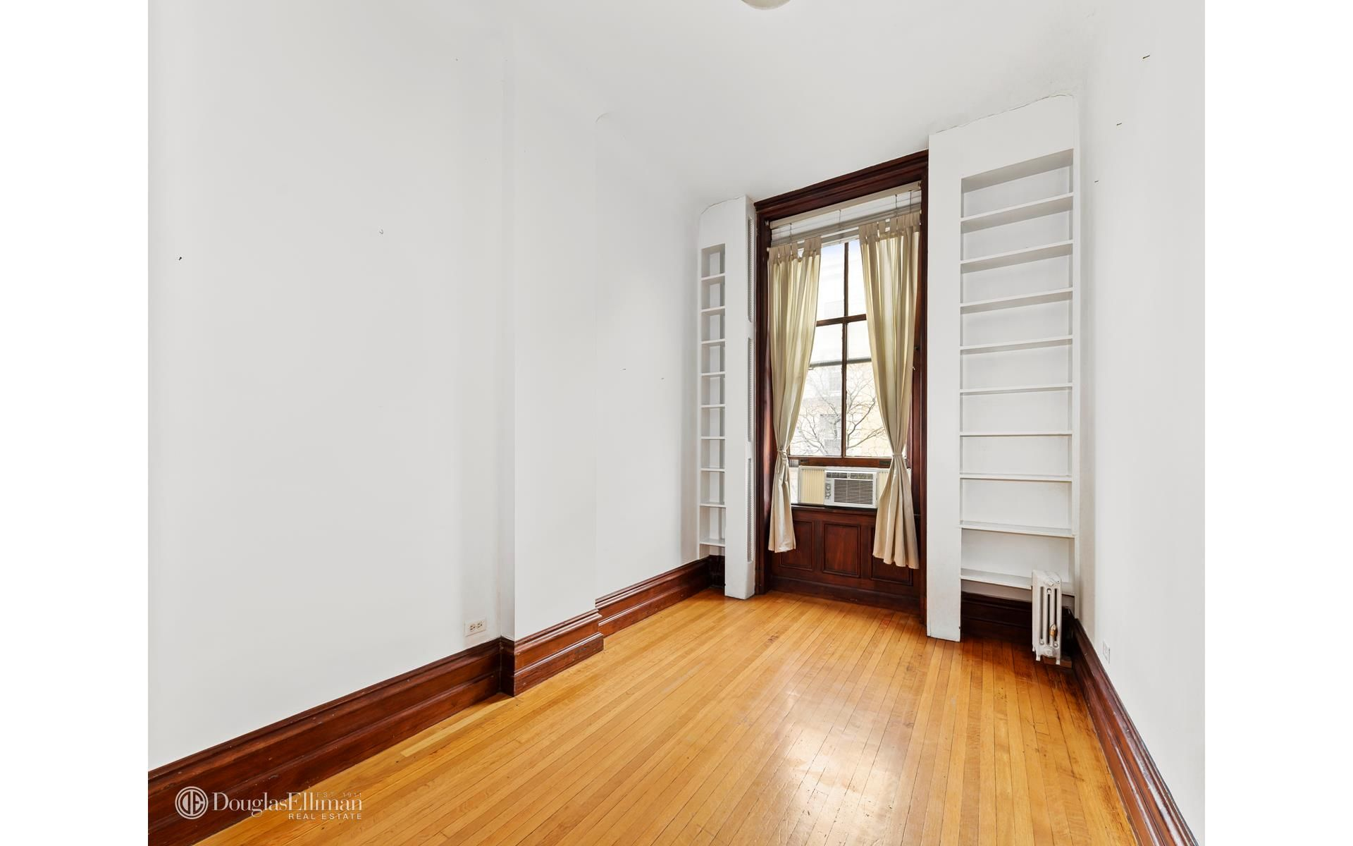 150 Columbia Hts, APT 4F Photo 2 - ELLIMAN-3729568
