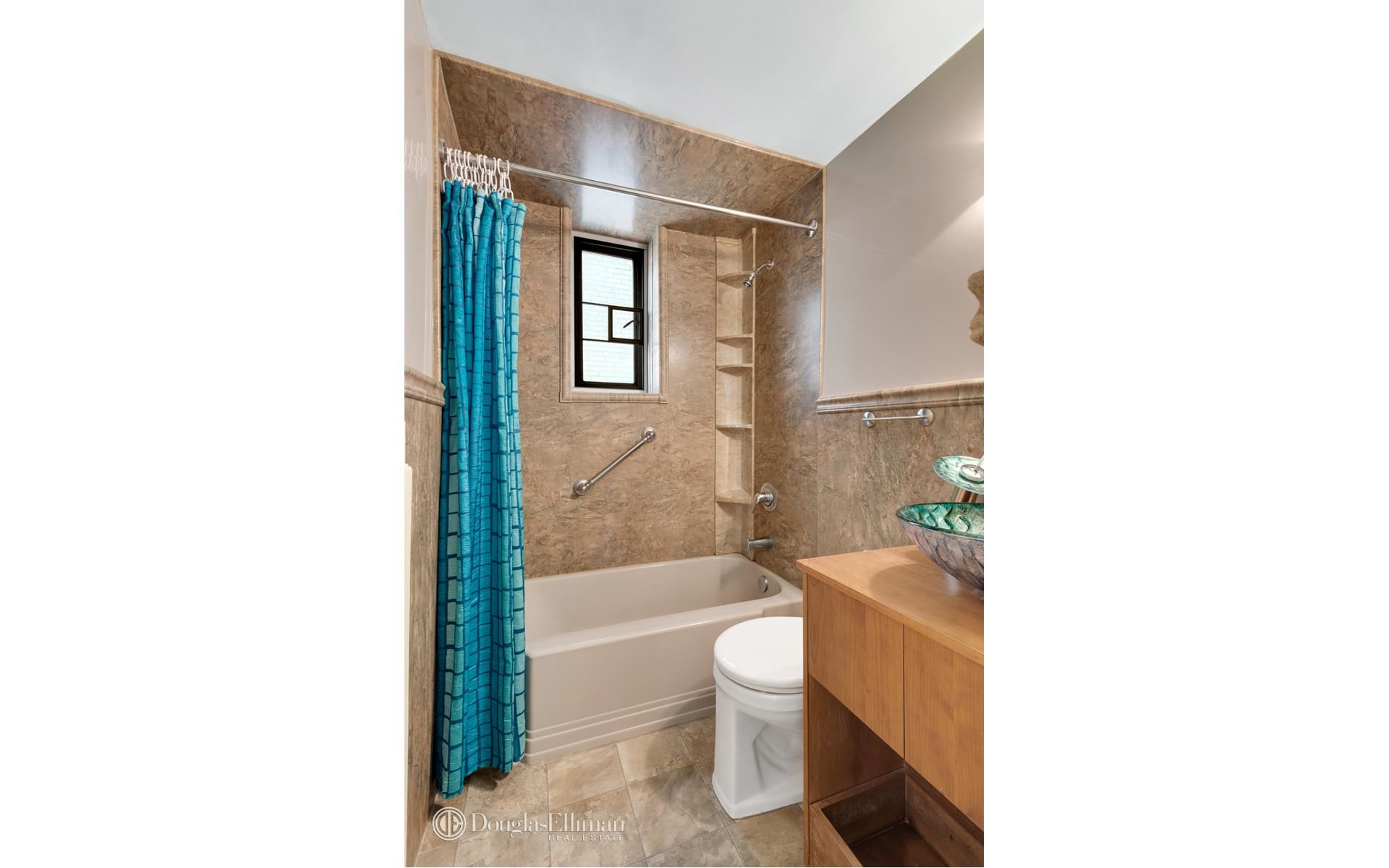 130 8th Ave, APT 2A Photo 4 - ELLIMAN-3787631